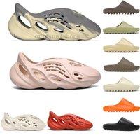 2021 Kanye Slides Yeezy Batı, Erkek Slaytlar Tasarımcılar Sandalet Köpük Koşucu Ay Gri Kurum Kemik Siyah Beyaz Reçine Kahverengi Bayan Terlik Kutusu Loafer'lar Yaz