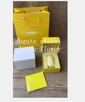 Assista a caixas amarelas quadradas para luxo relógios caixa whit booklet cartão etiquetas e papéis em inglês invete