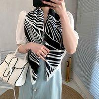 Écharpes carrées de haute qualité pour femmes Écharpe blanche foulard femelle Satky Satin Satins et châles Chands Hijab Headscarf 90 * 90cm Neckerchief Kerchief silencieux d'hiver