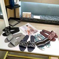 مع مربع 2021 باريس المرأة النعال شاطئ الشريحة ارتداء الصيف ساندالسليب بالتخبط مثير متعدد الألوان المطرزة الأحذية حجم 35-41