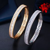CWWZircons Baguette de Luxo CZ Zircão Cúbico Redondo Pulseira Aberta Bracelete Trendy Marca Mulheres Partido Casamento Nupcial Jóias BG042