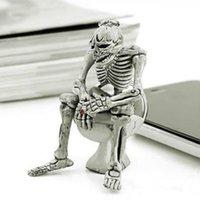 سلاسل المفاتيح الرعب شخصية الهيكل العظمي الجمجمة الجلسة على مرحاض كيرينغ قلادة الرجال مجوهرات محفظة سيارة هدية هالوين