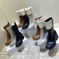 Kvinnor Betty PVC Regn Stövlar Kvinnor Chunky Bootis Designer Half boot Ladies Klänning Skor Märke 100% Real Läder Medalj Grov Non-Slip Winter Shoe Lady Booties
