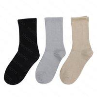 Calcetines para hombre Venta al por mayor Pareja de calcetín de calle neutral Carta de moda Publicidad Deportes para hombres y mujeres al azar 3 colores