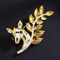 Giallo Crystal Wedding Bridal Corsage Gioielli di lusso per le donne 2021 Stile di moda Pin Designer Cute Deer Pin Brooch