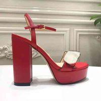 2021 Nuovi tacchi alti di lusso in pelle Sandalo in pelle Suede Mid-Heel 11cm Donne Designer Sandali Tacchi alti Summe Rwomen Sandali Dimensione 35-42