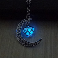 The Moon Heart Noctilucence Glühen im dunklen ätherischen Öl Diffusor Halskette Medailettenketten Anhänger Jewlery für Frauen Drop Shipping 156 R2