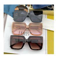Moda Tasarımcısı Güneş Gözlüğü Aynalar En Kaliteli Bayan Sunglass Açık Shades Tam Çerçeve UV 400 Gözlük Lens Lüks Marka Güneş Gözlükleri Orijinal Kadınlar Gözlük