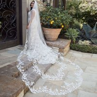 Unique 3M Waved Cathedral Wedding Veils Lace Appliqued Edge Soft Tulle One Layer Long Bridal Veil With Comb