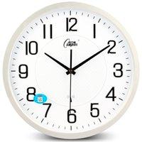 ساعات الحائط الإبداعية الأزياء ساعة الحديثة كتم غرفة المعيشة الذكية راديو بسيط التلقائي توقيت ديكور المنزل