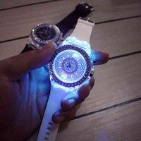 Дизайнерские часы Марка Часы Роскошные Часы EVA LED Light Men Кварцевые Женские Женские Силиконовые Наручные Relogio Feminino Relojes