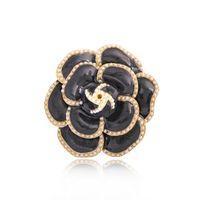 2021 Trend Pearl Enamel Camellia Броши для женщин Элегантные цветочные булавки Мода Ювелирные изделия Пальто аксессуаров Брошь
