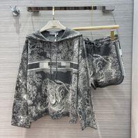 2021 kadın iki parçalı pantolon kapüşonlu uzun kollu baskı ceket ve şort markası aynı stil 2 parça setleri 0618-7