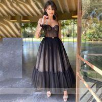 Tulle en pointillé noir moderne Robes de bal courtes de bal Spaghetti robes de soirée chérie corset corset gowns