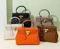 Diseñador de mujeres Luxurys Tote Bolsos de hombro Marca Classic Hobo Fashion Bag Lady Bolstees Carteras Carteras Cuero de vaca Venta al por mayor Precio Bolsos