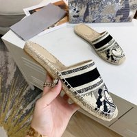 Frauen aus Maultier Multicolor Stickerei Flache Baumwolle Hausschuhe Womens Mode Leder Boden Slipper Home Flip Flops Leinwand Sandalen Dame Mules mit Box