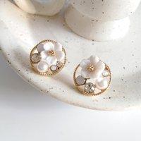 Pendientes de concha dulce y suave de la flor de la flor del diseño simple fresco sin agujeros