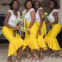 White and Yellow Bridesmaid Dresses Short 2021 3D Floral Applique Beaded Pearls Mermaid V Neck Sleeveless Custom Made Plus Size Maid of Honor Gown vestidos