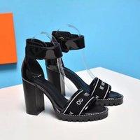 2021 Mulheres Sandal Dress Sapatos Senhoras Saltos Altos e Letras De Correia Confortável Cartas Curtas Botas De Couro Material Tamanho