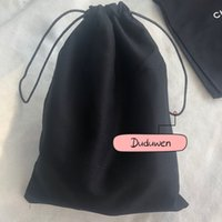 حصرية ~ 22x17 سنتيمتر أسود القماش أكياس الغبار الأزياء التعبئة ج سلسلة حقيبة حقيبة للمجوهرات اكسسوارات الجوارب أشتات حالة المطبوعة 2c تخزين منظم