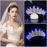 Shinning LED Light Wedding Bride Crown Gold Princess Lysat Tiaras och kronor Crystal Headband Bridal Headpiece Hair Clips Barrettes
