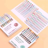 Ein Satz von neun neutralen Stiften kann für die Handbuchmarkierung mit hohem Farbwert und Retrostil verwendet werden