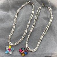 Chokers koreanska 2 st / set imitation pearl choker halsband för kvinnor söta tjejer mångfärgade fjäril blomma hängsmycke smycken