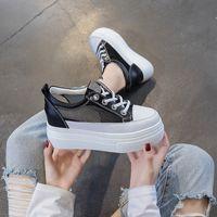 Damen Sandalen 2021 Sommer Neue Wedge Leder Plattform Hohl Atmungsaktive Mesh Höhe Erhöhung Einlegesohle Niedrige Top Damen Schuhe Weiße Schuhe