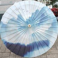 Parapluies classique chinois bleue peinture peinture à la main poignée à la main en bambou de papier huilé parapluie PO de danse accessoires Scène montre l'art décor lf686