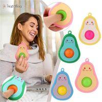 De nieuwe schattige mini-pers fidget speelgoed hanger met cartoon avocado patroon stress relief sleutelhanger is een fretful release cadeau voor kinderen en volwassenen