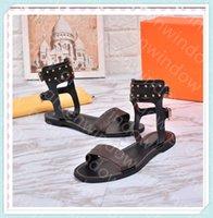 2021 Femmes Designers Sandales Cuir Gladiateur Summer Casual Diapositives Casual Plate-forme de rivet de luxe Dames XC 21032004DQ