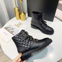 Блокировка черной лодыжки Biker Cokulsy Platform Flats Combat Boots Низкий каблук шнурок на шнуровке кожаных цепей логотип пряжки женщины роскоши дизайнеры обувь заводской обувь