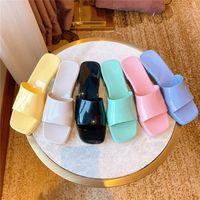 2021 mujeres tacones altos Sexy zapatillas de caramelo Colores de caramelo Sandalias de jalea sólida de goma Sandalias de verano Playa de verano Flip Flops Slipper con bolsa de polvo