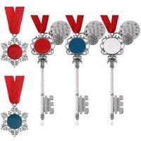 Llavero de Navidad Aleación de Zinc Aleación de Navidad Ornamento de Navidad Forma de copo de nieve Colgante Pendiente Santa Claus Magic Key Ring Festival Regalo para amigos