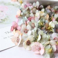 30 unids 2 cm multicolor margarita cabeza cabeza mini seda flor artificial para la corona chatarra boda decoración del hogar DIY GARLAND H 648 V2