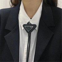 Triangel Metal Logo Мужчины Женщины Унисекс шеи Галстука Мода Бренд Девушка Дикий Мальчик Высокое Качество Без коробки