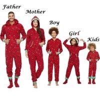 Famille assortie Pyjamas de Noël Combignez Combinaison Combinaison Femmes Hommes Bébé Enfants Rouge Imprimer Xmas Sleepwear Nightwear Nightwear Tenue à glissière à capuchon 210805