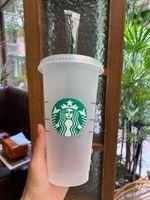 Starbucks القدح 24 أوقية / 710 ملليلتر بلاستيكية بلاستيكية قابلة لإعادة الاستخدام سوداء الشرب مسطحة أسفل كوب عمود شكل غطاء القش 50 قطعة مجانية دي إتش إل الحرة