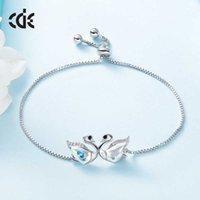 A nova pulseira de cisne de prata S925 simples adota uma decoração de mão ajustável de cristal de imitação de vidro