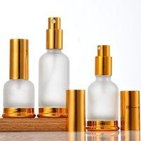 Bomba de vidro newfrosted (pulverizador) Garrafas de perfume de óleo essencial de loção com tampa de ouro de bronze 20ml 30ml 50ml ewb6002