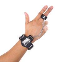 ANIME ATTACK SUR LE TITAN Bracelet Hommes Sondage en métal Corps Logo Black Cuir Bracelets pour Femmes Mode Bijoux Pulseras Hombre Charm
