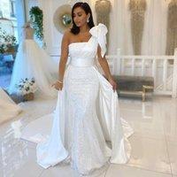 Glänsande en axel vit sjöjungfru bröllopsklänningar med båge satin och sequined brudklänningar band Bridal Vestidos de Novia