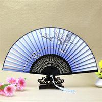 中国風彫刻された竹工芸ファン2つのセクション絹の布の手のファン手作りギフト家の装飾その他の装飾