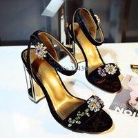 اللباس الأحذية بلينغ كريستال زهرة كعب الصنادل الأحمر الأسود المخملية حزام واحد مجوهرات الرجعية مجوهرات مشبك مأدبة السيدات