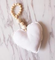 Decorações de pingente de pingente de madeira em forma de coração malha Pendurado ornamentos bebê carrinho de bebê cama infantil bed beds cortina colocação kke5429