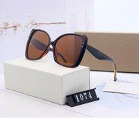 Yeni Moda Klasik Güneş Gözlüğü Tutum Güneş Gözlüğü Altın Çerçeve Kare Metal Çerçeve Vintage Stil Açık Klasik Model 1074 Kutusunda