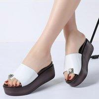 Тапочки STQ 2021 Летние Женщины Натуральная Кожа Толстые Сообщенные Флопы Шлепания Обувь Клинья Черные Белые слайды Сандалии S66