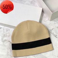 Kontrast Dikiş İki Renk Örme Şapka Dijia Yuvarlak Spor Eğlence Stil Sonbahar Ve Kış Balıkçının Şapka Peluş Çift