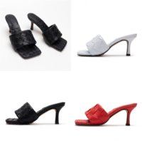 Gykzs Beach Designer Luxus Sandalen Schuhe Frauen Hausschuhe Flip Niet Slipper Bolzen Hausschuhe Rutschfeste Slipper Leder Casual Designer Spikes