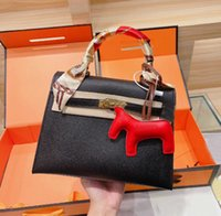 Kvinnors Klassisk Handväska Designer Shopping Bag Fashion Matching Silk Scarf Pendant Tre Piece Set Högkvalitativa Singel Axel Väskor Stor